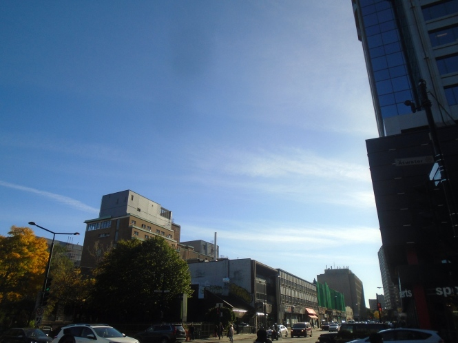 Chem trail seen from the N-E corner of St. Catherine St. W. @ Atwater Avenue, looking S-W along St. Catherine St. W. @ approx. 15:45 on 18 October 2017